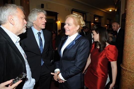 Také scenáristovi seriálu Sanitka Ivanu Hubačovi (uprostřed) vděčí Havlová za ceny TýTý.