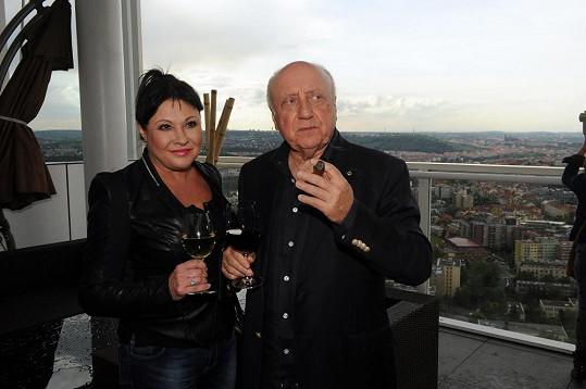 S manželem Felixem Slováčkem vyrazili na večírek.