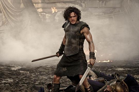 V Pompejích si zahraje otroka Mila, z něhož se stane výborný gladiátor.