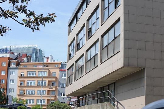 V této budově v úterý dopoledne dusili kriminalisté Rychtáře ve vlastní šťávě.