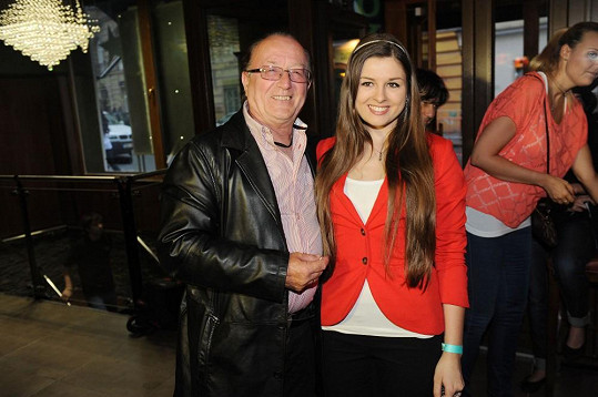 Petr Janda s dcerou Eliškou vyrazil poprvé od smrti bubeníka Olympiku na veřejnou akci.