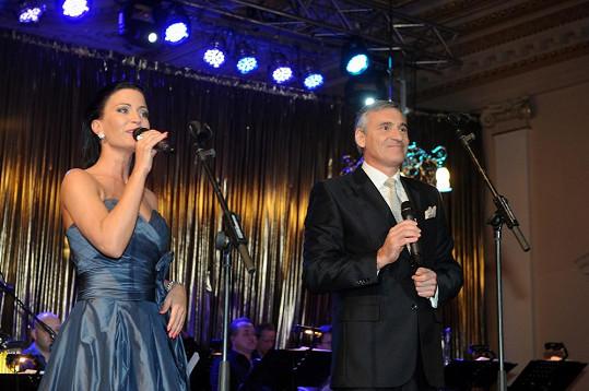 Gábina moderovala II. Reprezentační ples Europe Easy Energy s Janem Čenským.