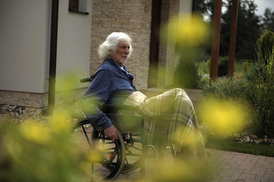 Petr Hapka skončil na vozíku bohužel i v civilu, nejen ve filmu.