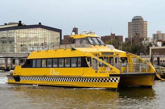Lodě, které převážely hosty z Manhattanu, byly originálně označené.