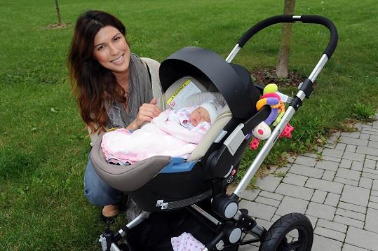 Před čtyřmi měsíci zpěvačka porodila dceru Annabelle.