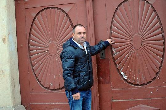 Michal Červín není v Thajsku ani v Emirátech. Potkali jsme se s ním v Praze.