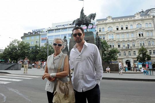 Domenico Martucci s maminkou na loňské demonstraci proti týrání žen.