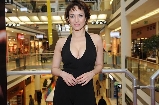Herečka moderovala otevření obchodu se španělskou přírodní kosmetikou.