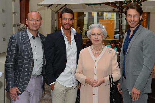 Mary Raynolds s Davidem Novotným, Ali Hammoudem a Martinem Gardavským