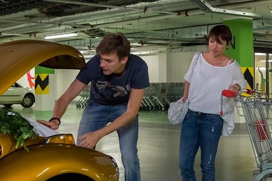 Vojta Dyk hraje partnera Táni Vilhelmové.