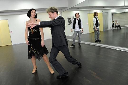 Kateřina Baďurová a Jan Onder v Tančírně pod dozorem Petra Čadka.