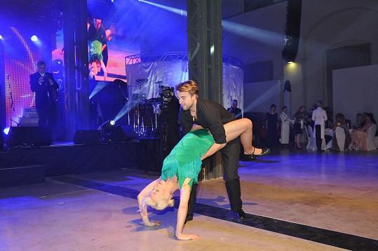 Anna se do tance zamilovala.