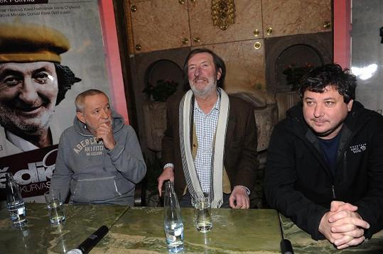 Na tiskové konferenci s režisérem a producentem