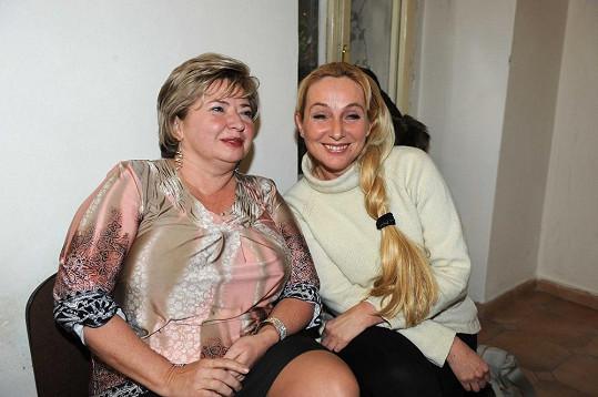JUDr. Věra Sedloňová (vlevo) se svou právničkou.