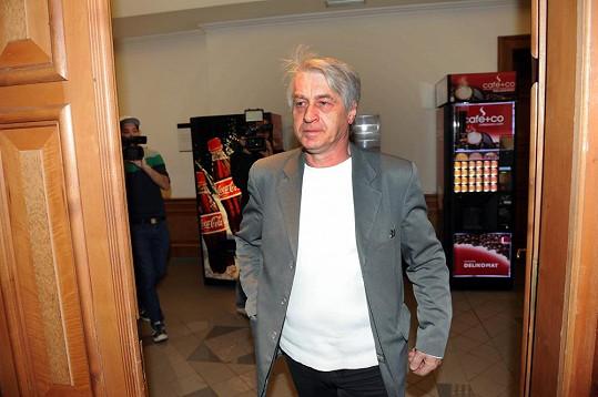 Josef Rychtář po svém dramatickém a nenadálém odchodu ze soudní síně.