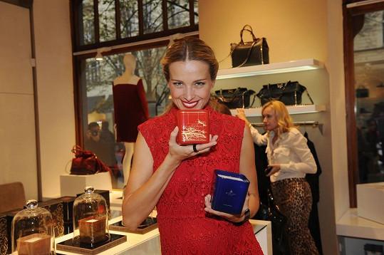 Kolekce luxusních vonných svíček byla představena vsrpnu vNew Yorku v jednom známémluxusním obchodním domě. VČeské republice se Petřiny svíčky budou exkluzivně prodávat vmultibrandovém butiku v Pařížské ulici.