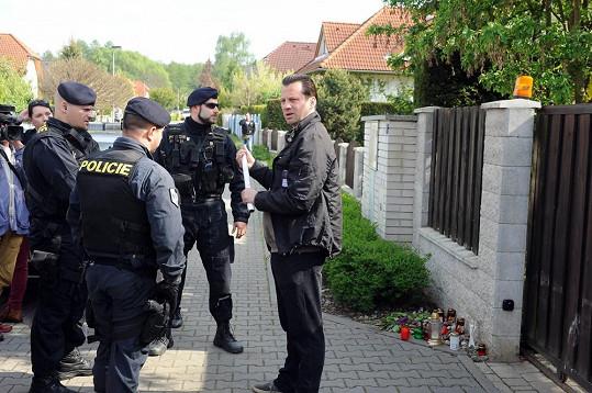 Když chtěl zmlátit Macuru, zasáhla policie.