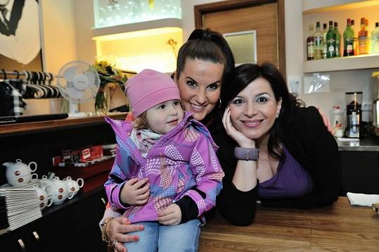 Pózování s dcerou Pavlíny Senič Lilianou