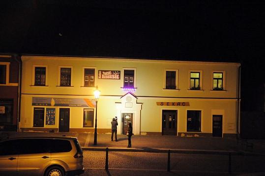 V tomto domku se konal koncert Ivety Bartošové.