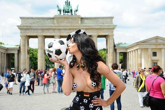 Micaela fotbal miluje.