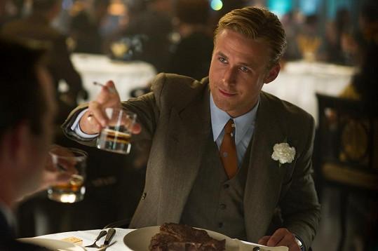 V dobovém oblečení je Ryan Gosling k nakousnutí.