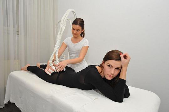 Přestože modeling pověsila na hřebík, tělo udržuje ve formě.