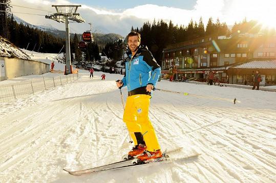 Leoš Mareš si lyžovačku užíval plnými doušky.