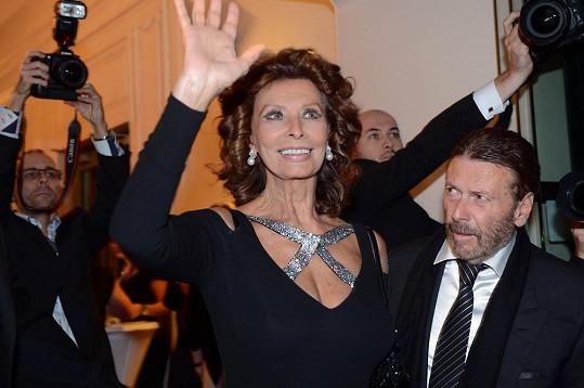 Dekolt měla i slavná Sophia Loren.