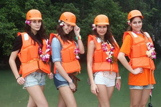 Dívky sjížděly nejdelší podzemní řeku na světě.