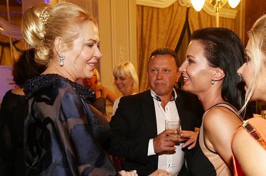 Gábina Partyšová dorazila na zahajovací párty s Kamilem Ouškou.