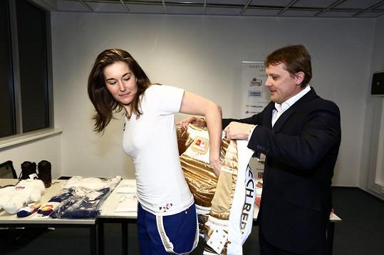 Šéf české olympijské mise Martin Doktor s Šárkou Strachovou