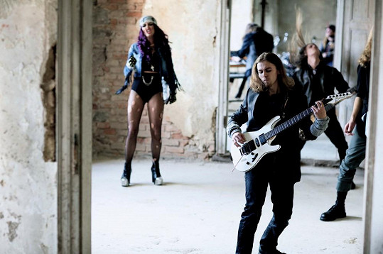 Točila klip s metalovou kapelou.