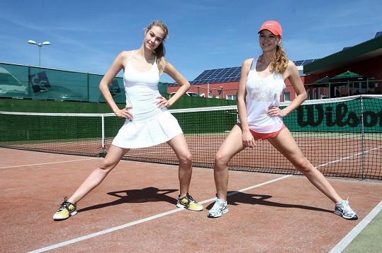 S kolegyní Simonou Dvořákovou zvládá i trénink tenisu.
