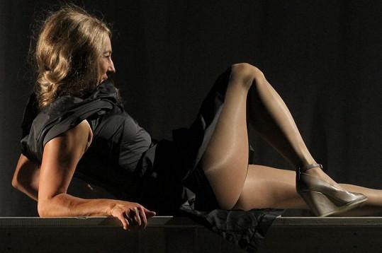 V Shakespearově komedii Sen noci svatojánské vystavila Hyberová na odiv svá sexy stehna.
