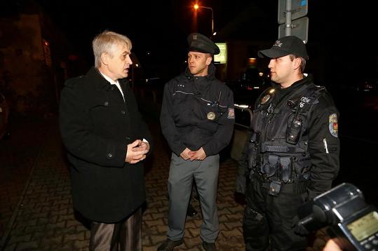 Josef Rychtář v debatě s policisty.
