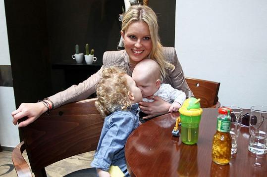 Simona Krainová a její roztomilí synové Max a Bruno.