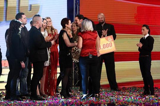 Spolu s ostatními přišla Lucka pogratulovat Vladkovi k vítězství.