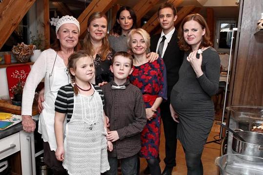 Díl se natáčel v podkrovním bytě Sabiny Remundové. Kromě maminky a sestry jí asistovaly také její děti, Adina a Vincent.