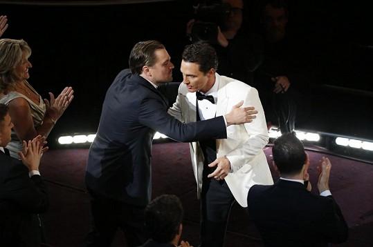 Leo s grácií sobě vlastní pogratuloval Matthewovi McConaugheymu k vítězství.