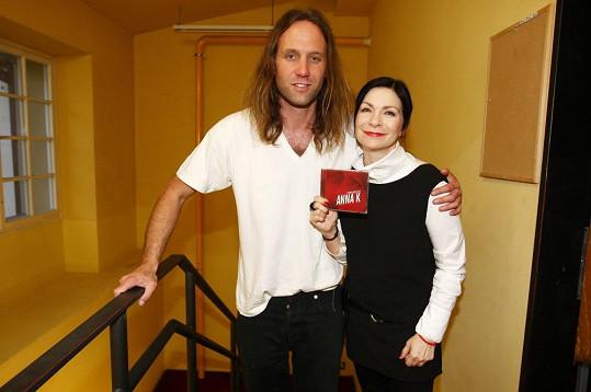 Gary je už léta zpěvaččiným idolem. Teď byl kmotrem jejího cédéčka.
