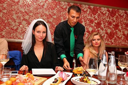 Budoucí nevěsta Veronika Nová s družičkou Nikol Štíbrovou