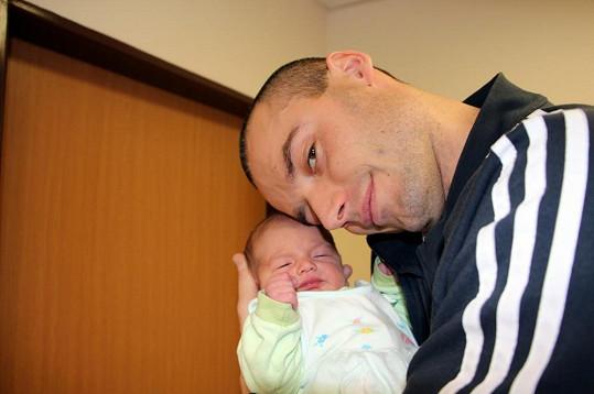 Šťastný tatínek Petr Marek.
