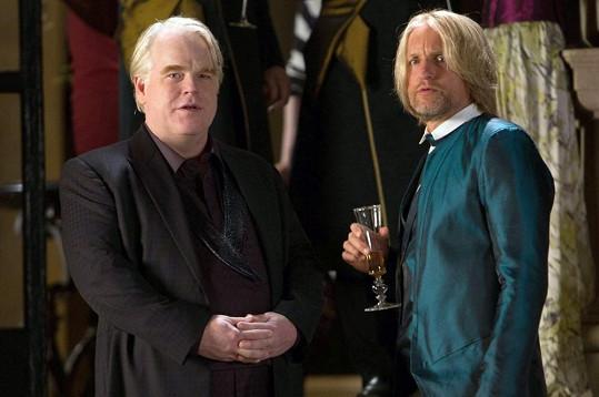Philip Seymour Hoffman a Woody Harrelson ve filmu Hunger Games: Vražedná pomsta.