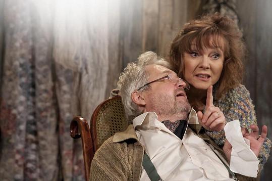 V představení Hodný pan doktor hraje Jarmila už několik let a má v něm celkem čtyři role.