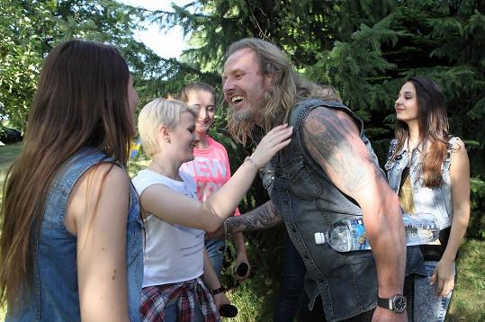 Holky z dívčí kapely byly ze setkání s Pepou nadšené.