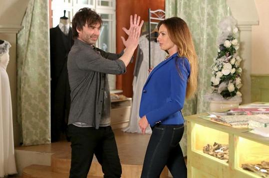 V seriálu se potká i s Alicí Bendovou...