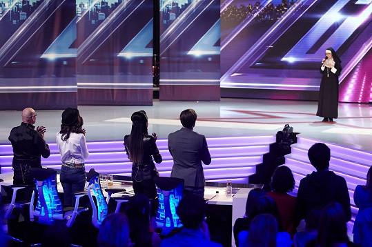 Klášterní úbor ve skutečnosti nosí jen v X Factoru.