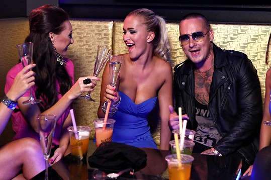 Nela Slováková a Taťána Makarenko účinkují v klipu El Nina.