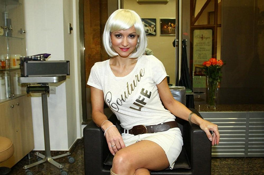 Yvetta se fotila na novou kampaň ve stříbrné paruce.