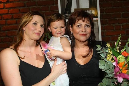 V roce 2008 malá Charlottka pokřtila tetě Iloně stylově desku.
